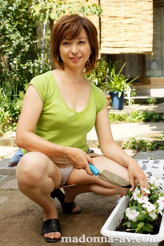 母の趣味 ~園芸をする美しい母の夜の秘密~ 神崎久美 の画像2