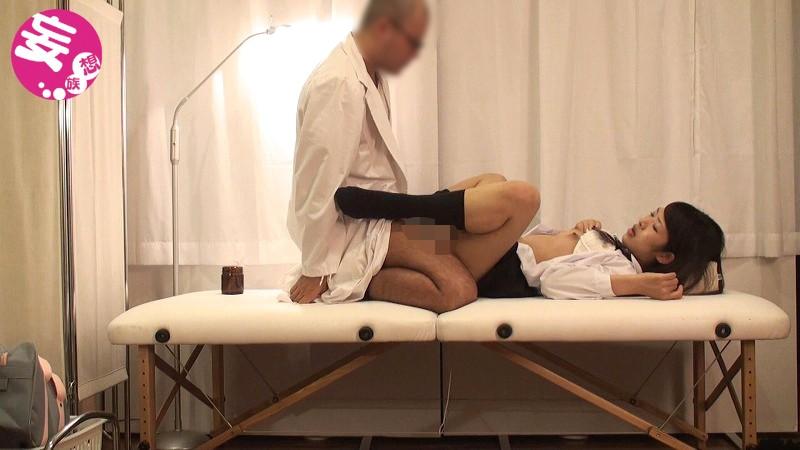 鬼畜医師が可愛い女子校生に強引に行っていた猥褻行為の一部始終が流出 画像10枚