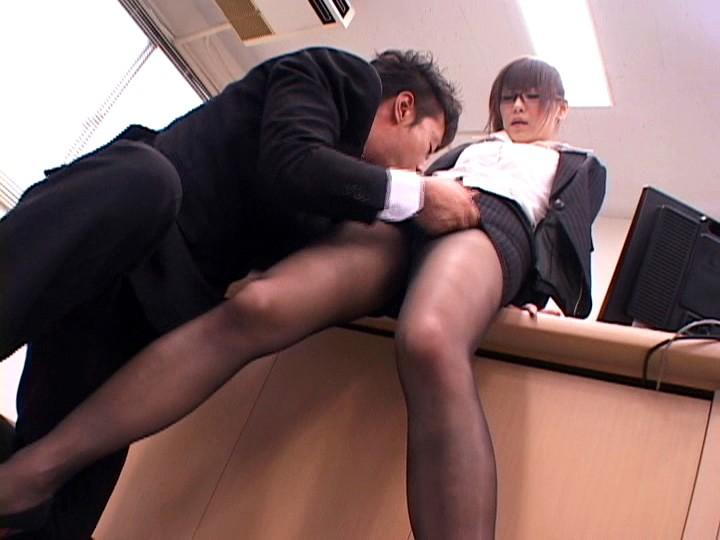 匂いたつパンストの誘惑 ~インテリ秘書・奈津美のグラマラス美脚~ 堀口奈津美 の画像1