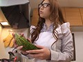 悶絶巨乳妻の卑猥な日常 料理教室へやってきた新婚のムチムチ奥さん、愛の場合 佐山愛