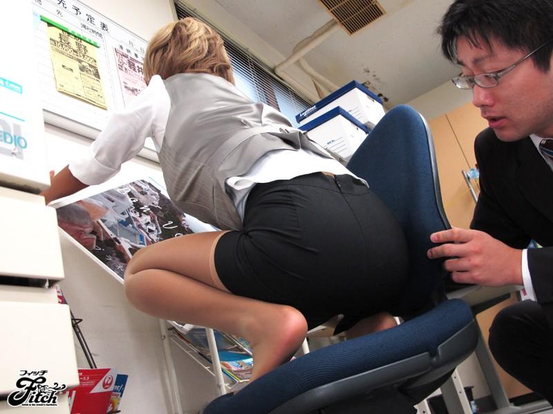 美尻タイトスカート 透けた魅惑のパンティライン 橘なお の画像2