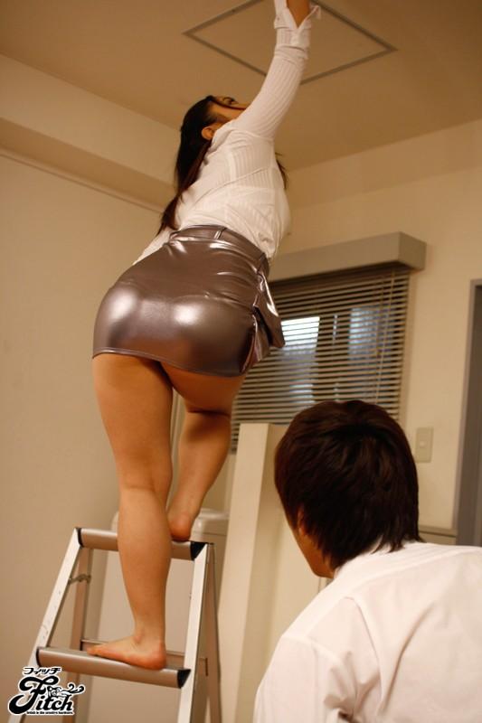 Big ass in tight skirt