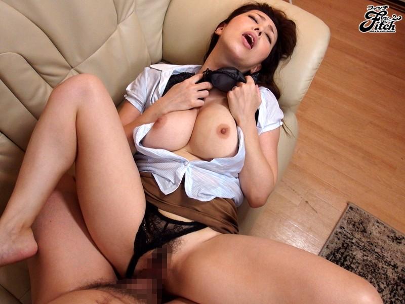 大人の女が魅せる大胆誘惑チラリズム~オフィスで挑発する出来る女のパンチラ遊戯~ 風間ゆみ の画像4