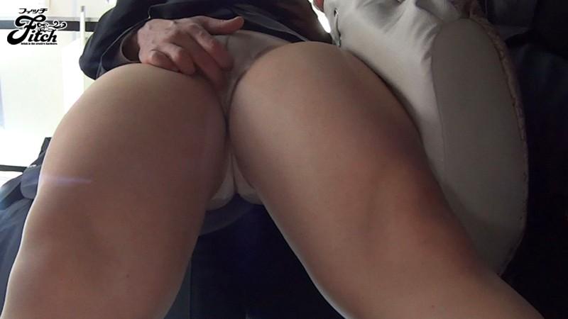 爆乳ハミ出し痴漢~公然羞恥に濡れた肉感訪問販売員~ 中村知恵 の画像1