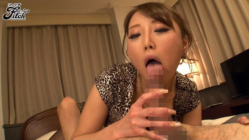 働く女の艶めかしい完全着衣ファック 松嶋葵 の画像4