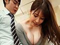 無意識に僕を挑発する上司の奥さんと豊満タイト着衣セックス Jカップ妻の全裸よりも卑猥な着衣フェティシズム―。 夕季ちとせ 画像2