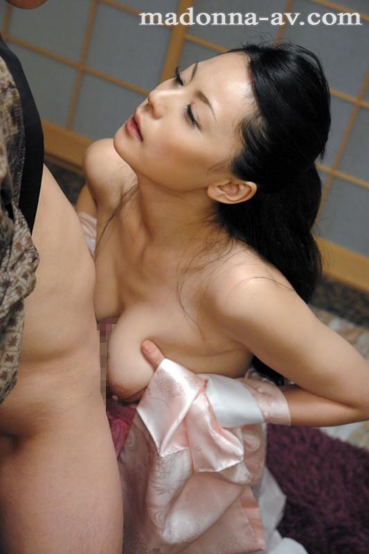 和服妻凌辱 愛田奈々 の画像6