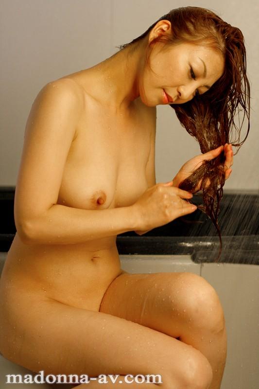 瞳リョウ come back 12年ぶり…伝説の裸身―。 の画像7