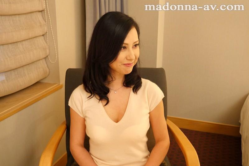 初撮り本物人妻 AV出演ドキュメント ~38歳専業主婦~ 奥村瞳 の画像1