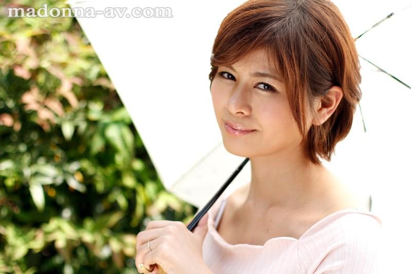 初撮り本物人妻 AV出演ドキュメント~32歳九州セレブ妻~ 真木美咲 の画像1