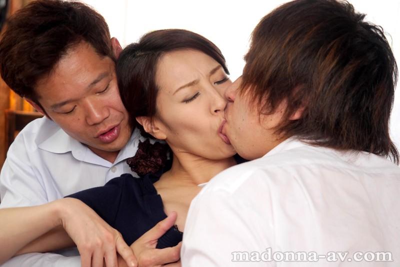 人妻がハマる輪姦オフ会 谷原希美 の画像1