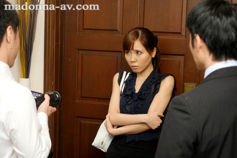 人妻がハマる輪姦オフ会 花澤アン 画像10