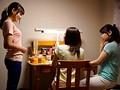 美熟女レズ解禁!!娘の家庭教師レズビアンに抱かれたノンケ母 徳島えり 安達かすみ 1