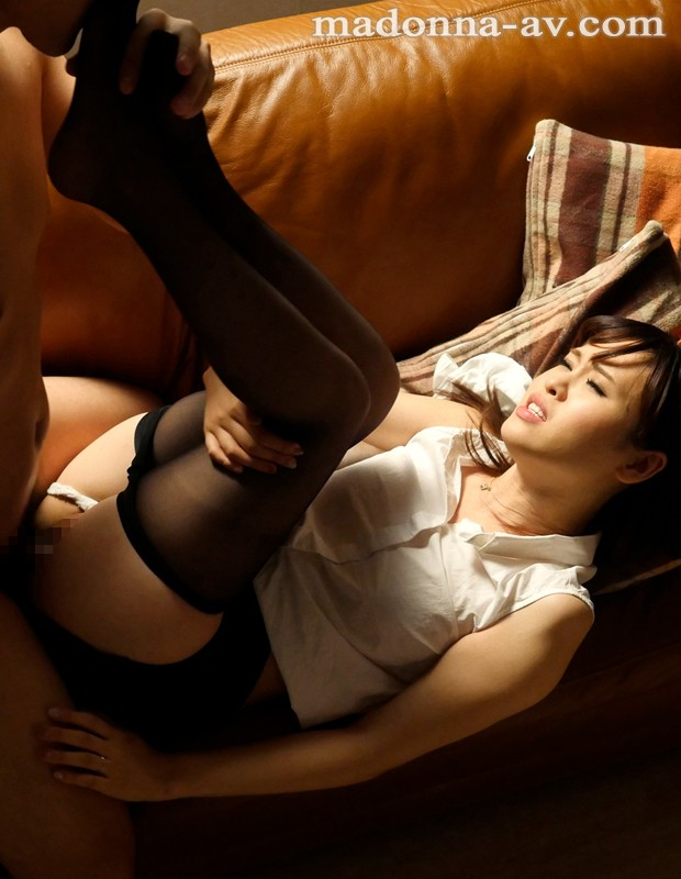 http://pics.dmm.co.jp/digital/video/juy00084/juy00084jp-2.jpg