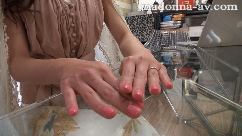 http://pics.dmm.co.jp/digital/video/juy00160/juy00160jp-1.jpg