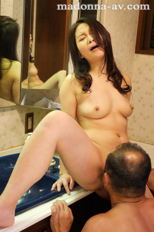 http://pics.dmm.co.jp/digital/video/juy00164/juy00164jp-2.jpg