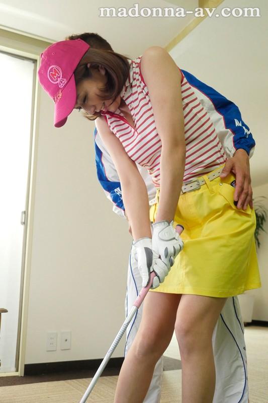 初撮り本物人妻 AV出演ドキュメント千葉在住 ゴルフスクールに通う人妻 本庄真理 36歳AVデビュー!!『ゴルフを始めて3年…コースデビューをする前にAVデビューしてしまいました…。』 の画像10