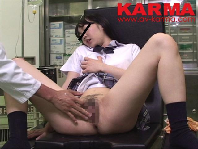 わいせつ産婦人科盗撮 治療と称して陰部に媚薬を擦りこまれ…女子校生の我慢できない悶々潮吹きオナニー の画像1