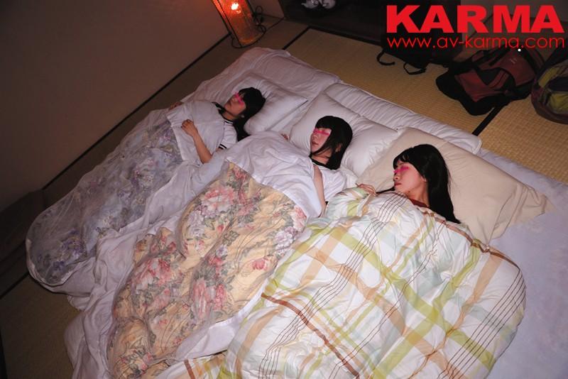 女子〇生 修学旅行 集団夜這い動画 同級生の寝ているすぐ横で… の画像8
