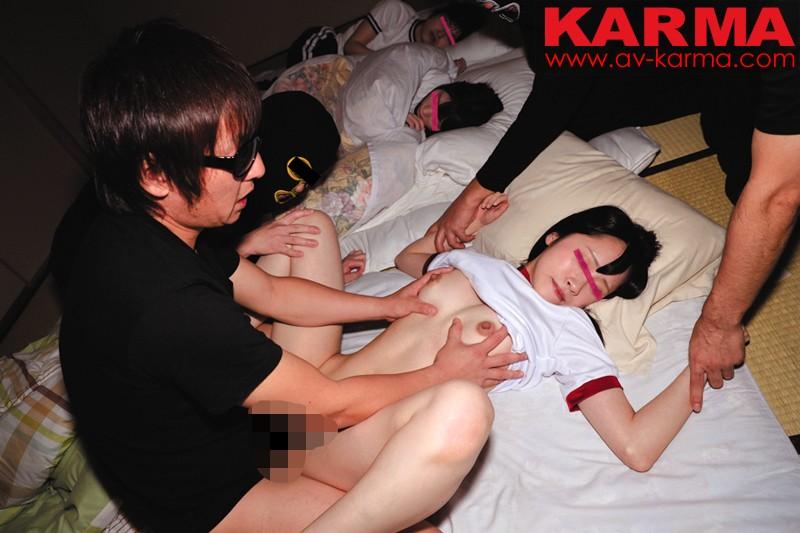 女子〇生 修学旅行 集団夜這い動画 同級生の寝ているすぐ横で… の画像6