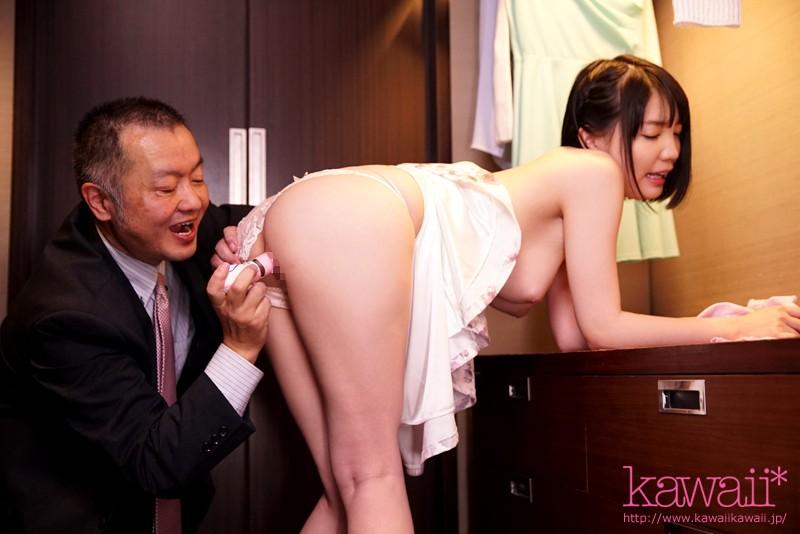 鈴木心春 SNSで知り合った中年男と週4で密会し狂ったようにハメまくる変態SEX依存美少女サンプルイメージ4枚目