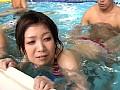 プールで巨根を勃起させてみた サンプル画像 No.2