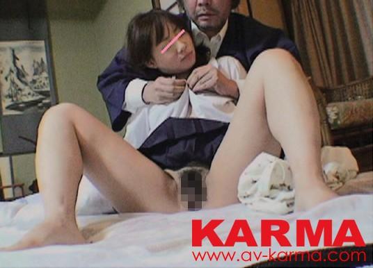 関西圏某老舗旅館オーナー盗撮流出 修学旅行の宿泊先の旅館の一室「ご自由にお飲み下さい」と室内に置かれた飲み物には睡眠薬が混入されていた…女子校生薬物昏睡レイプ映像 の画像2