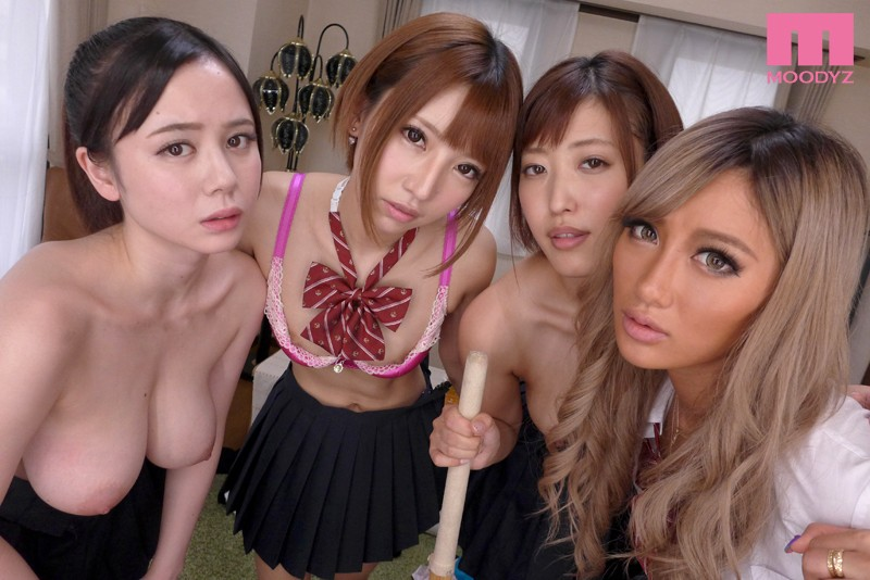 【エロVR】ドM必見!超ドSな美女軍団による性的イジメで強制中出しセックス