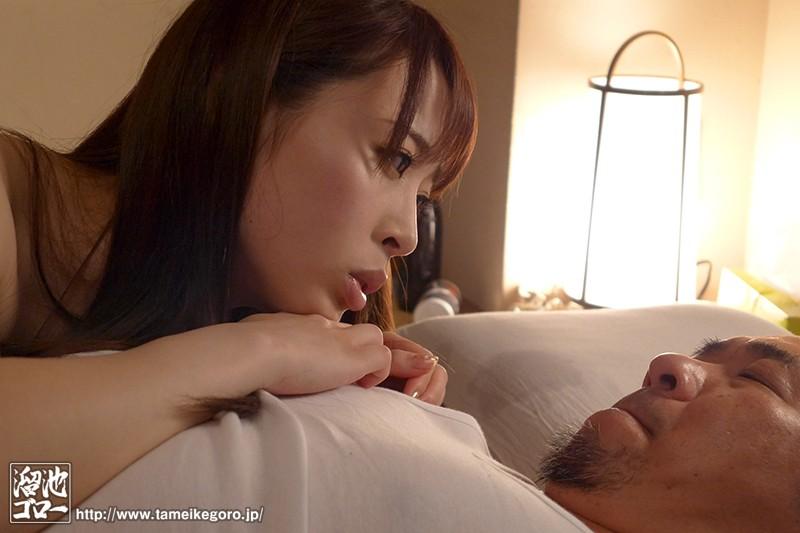 欲求不満な団地妻と孕ませオヤジの汗だく濃厚中出し不倫 本田岬 の画像2