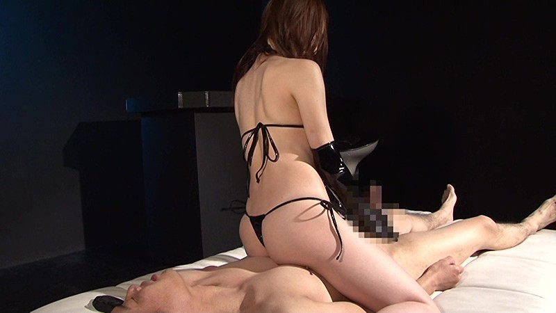ザ☆エナメル痴女 手コキ男犯 連射・男の潮吹き・尿道・亀頭・睾丸責め の画像9