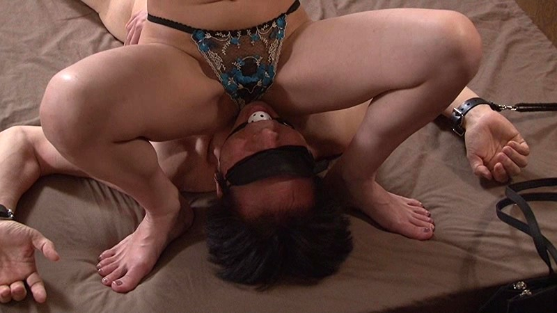 不倫関係の上司の男と部下の女。はじめは受け身的だった女が本来持っているS性に目覚め男を犯す!女のマンネリ打破の仕掛けからセックスの立ち位置が逆転し、そのままM性を見抜かれる男!