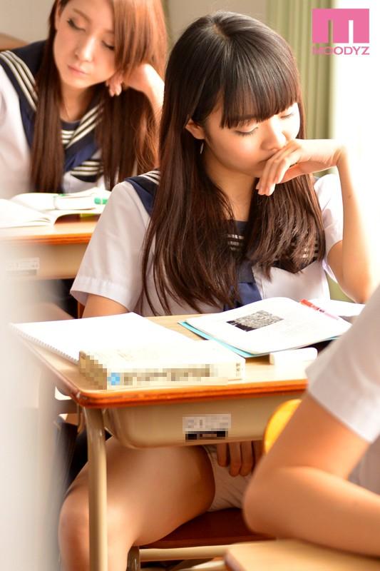 早乙女ゆい 校园教室制服系列之课堂上自慰