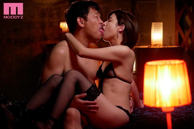 舌と唇で感じあう濃密ベロキスづくし 二宮ひかり 画像10枚