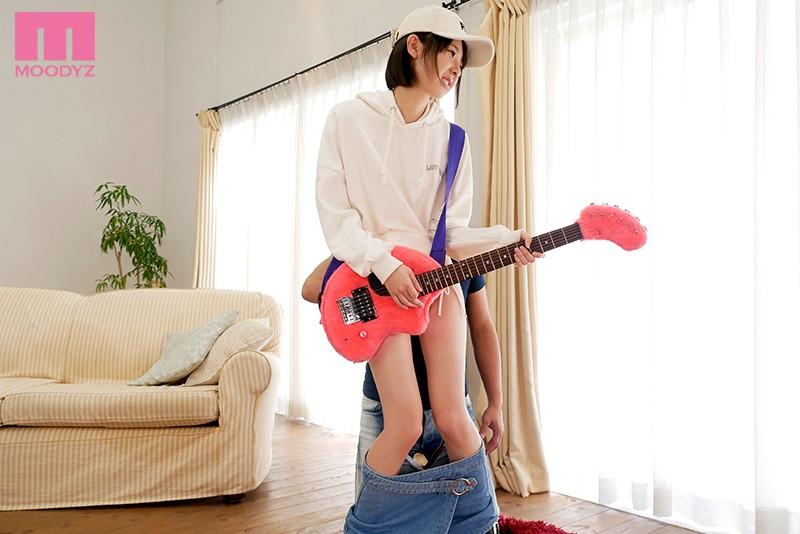 超スレンダー美少女 けいおん現役女子大生AVデビュー 岡本真憂 画像10枚