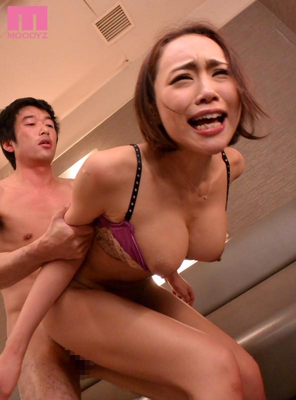 強制おしゃぶり喉撃ちごっくん 屈辱の初ごっくん20発 藤本紫媛