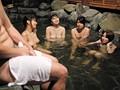 僕のチ○ポを「短小包茎」とバカにする姉たちと行く温泉旅行! 実は伸縮率500%の僕の勃起チ○ポを混浴で見てしまった姉たちは発情を隠せない 10