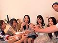 泥酔の人妻、井上綾子出演の集団無料熟女動画像。お酒の力を借りてどうにかこうにかセックスしたい男たちが旦那とセックスレスで欲求不満の人妻を飲ませて酔わせてヤリ捨てポイ!