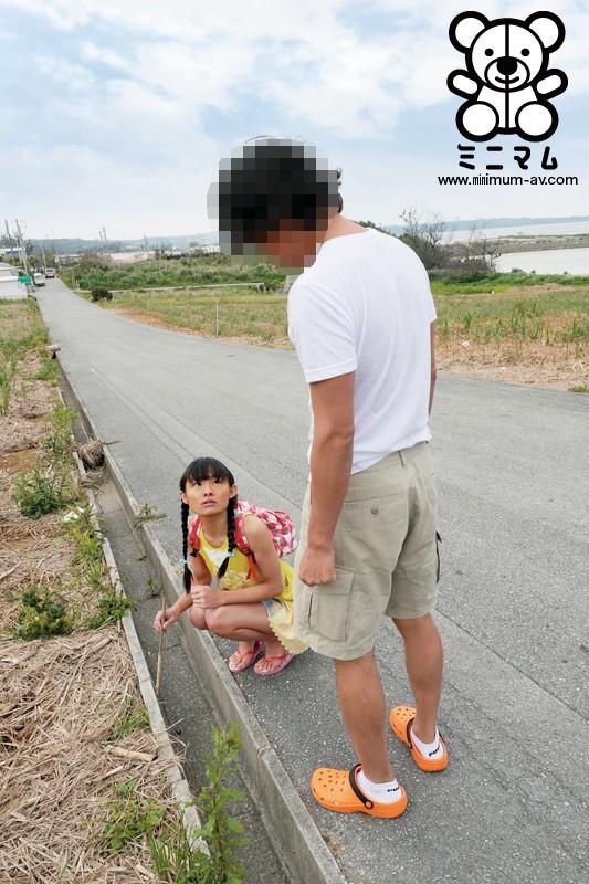 ひと夏の旅の思い出。南の島で見つけた小さい女の子に欲望のままに本物中出し。少女交換スワッピング編。りな147cm「無毛」 の画像1