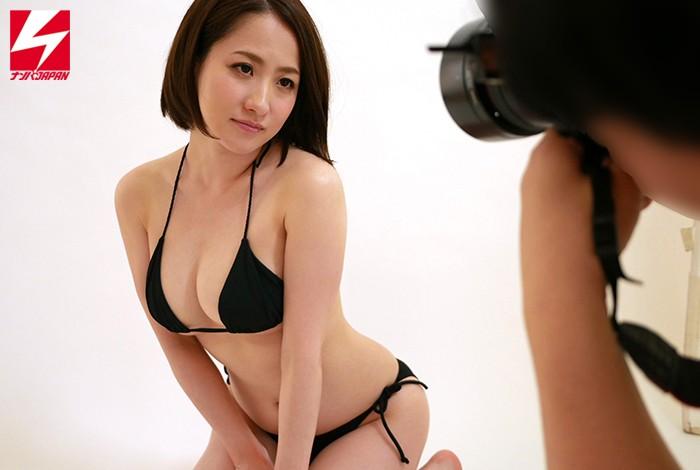 「新作水着のモデルやってみませんか?」と素人勧誘ナンパ! 優しくて押しに弱いムチムチ素人巨乳妻に極...のサンプル画像1