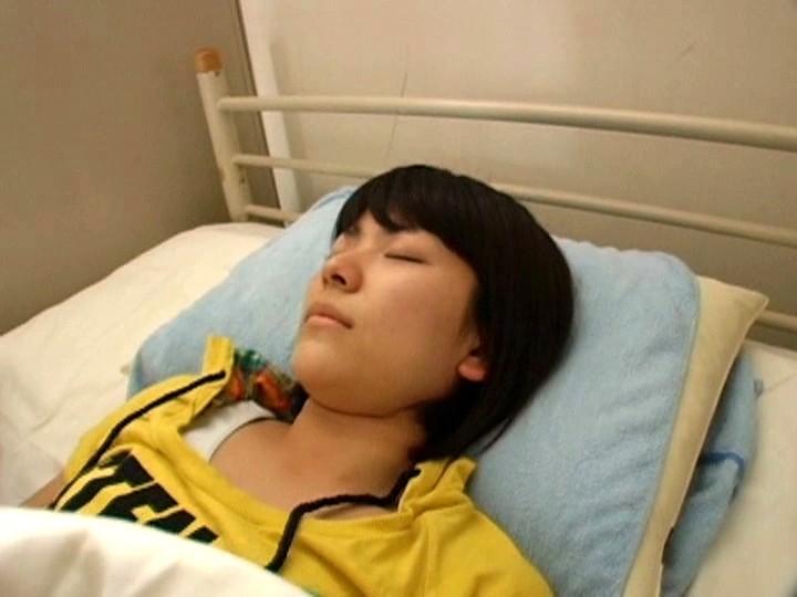 保健室で同級生にレ●プされる小○生