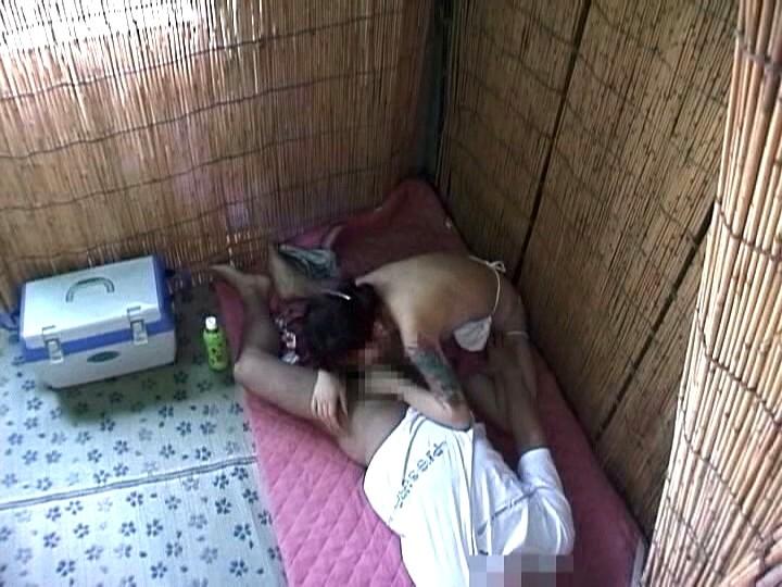 海の家で発情するカップルたち隠しカメラ盗撮2 の画像14