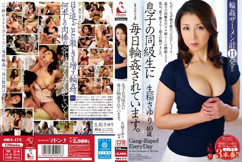 スレンダーの人妻、生稲さゆり出演の4P無料熟女動画像。息子の同級生に毎日輪姦されています!