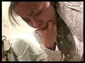 苦悶の表情で嘔吐する女性達 サンプル画像 No.4