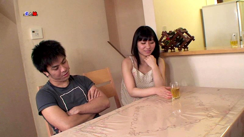酔うといつもチンポを触ってくる姉がどこまでスケベになるか試してみた の画像15