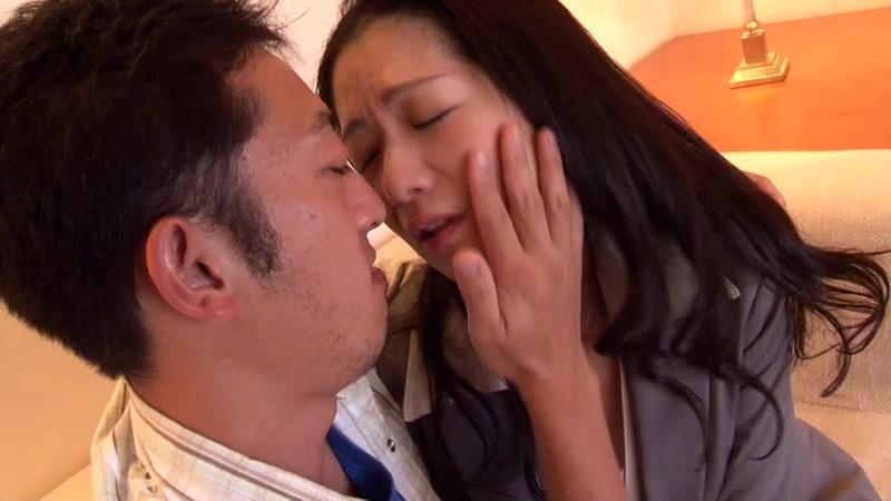 一度限りの背徳人妻不倫(1)~癒し系のDカップ熟女・五十嵐千賀子さん48歳 の画像1