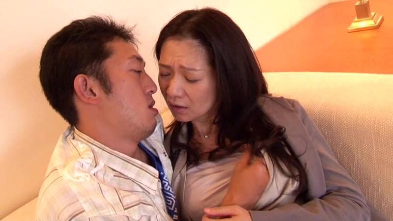 一度限りの背徳人妻不倫(1)~癒し系のDカップ熟女・五十嵐千賀子さん48歳 の画像2