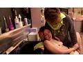 乳首が見え隠れしているセクシーな美容師はヤラせてくれるのか?(3) 16