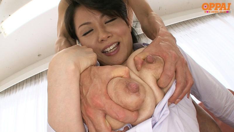 爆乳人妻のパイズリ 佐藤みき の画像1
