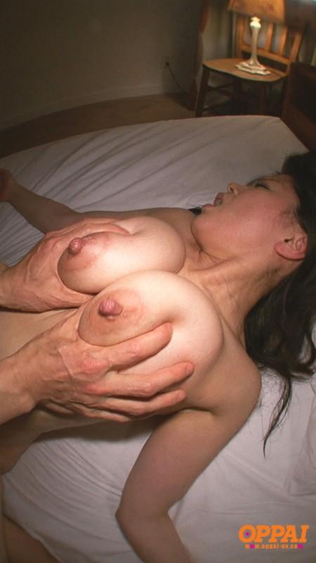 爆乳人妻のパイズリ 佐藤みき の画像10