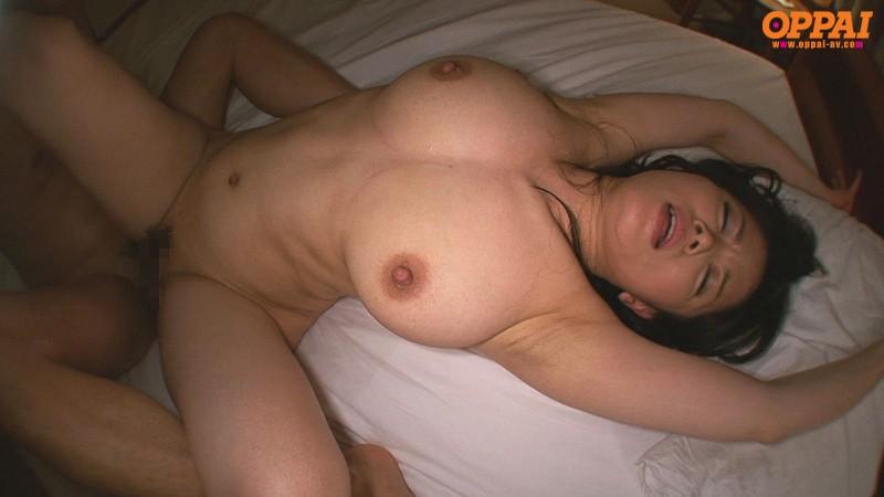 爆乳人妻のパイズリ 佐藤みき の画像9